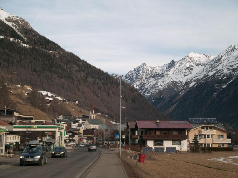 Главная улица вдоль Зёльдена / Фото из Австрии