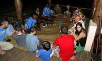 Каву пьют в семейном кругу или с друзьями / Фиджи