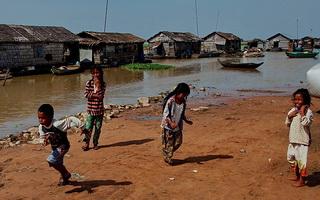Хибарки на фото / Камбоджа