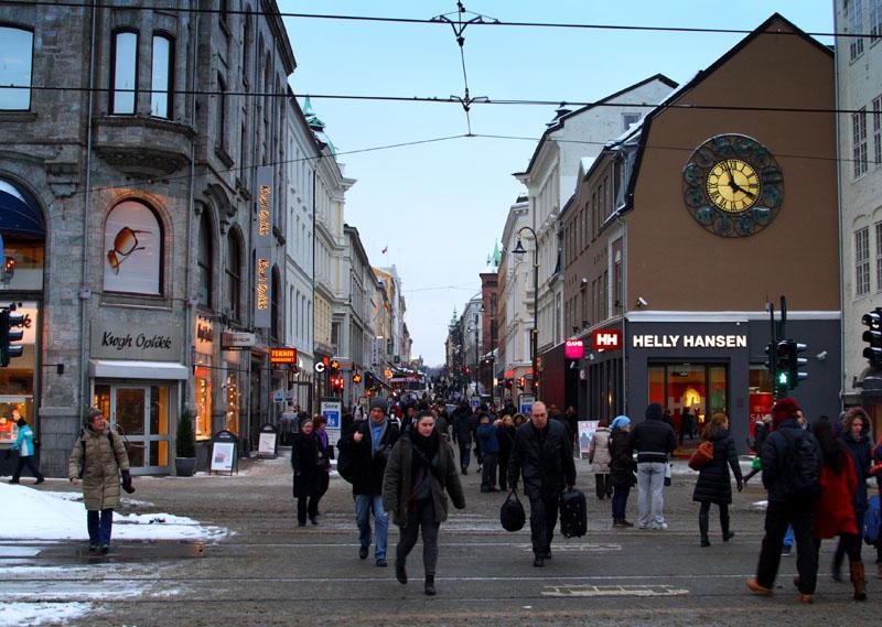 Улица Karl Johans gate в Осло, Норвегия / Фото из Норвегии