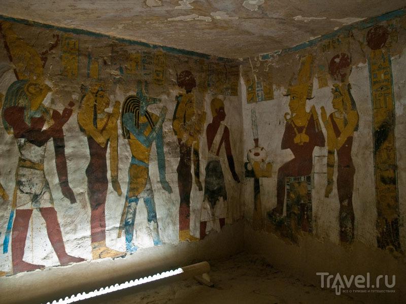 В одной из комнат гробницы Zed-Amun-ef-ankh / Фото из Египта