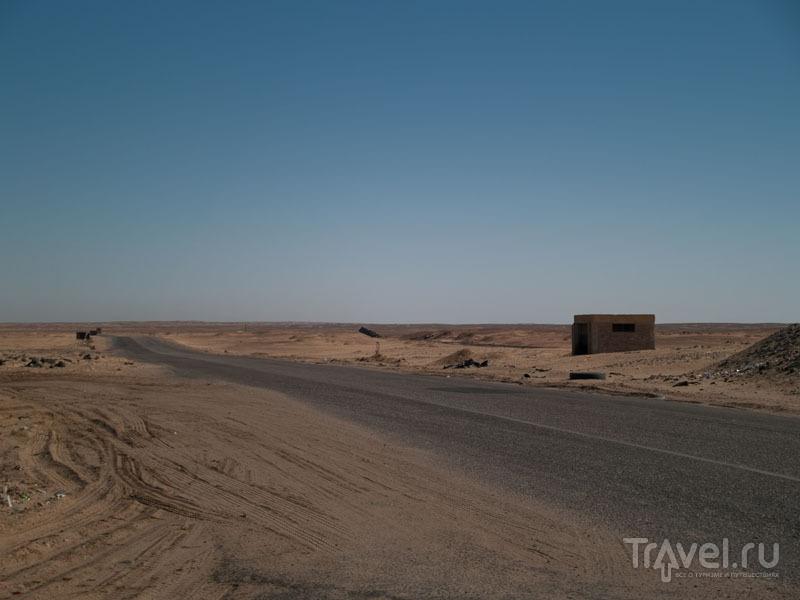 Прямая дорога по Ливийской пустыне / Фото из Египта