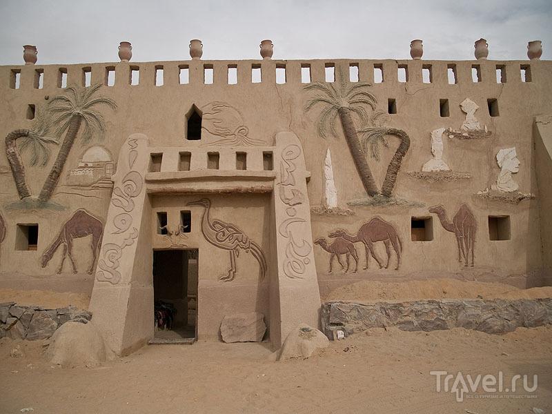 Фасад музея Бадра в Фарафре / Фото из Египта