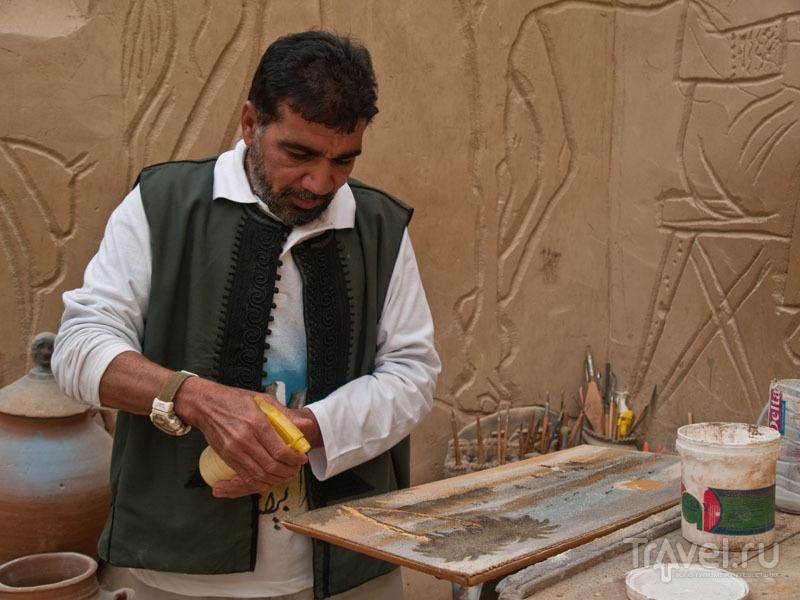 Бадр Абдель Мохни за работой / Фото из Египта