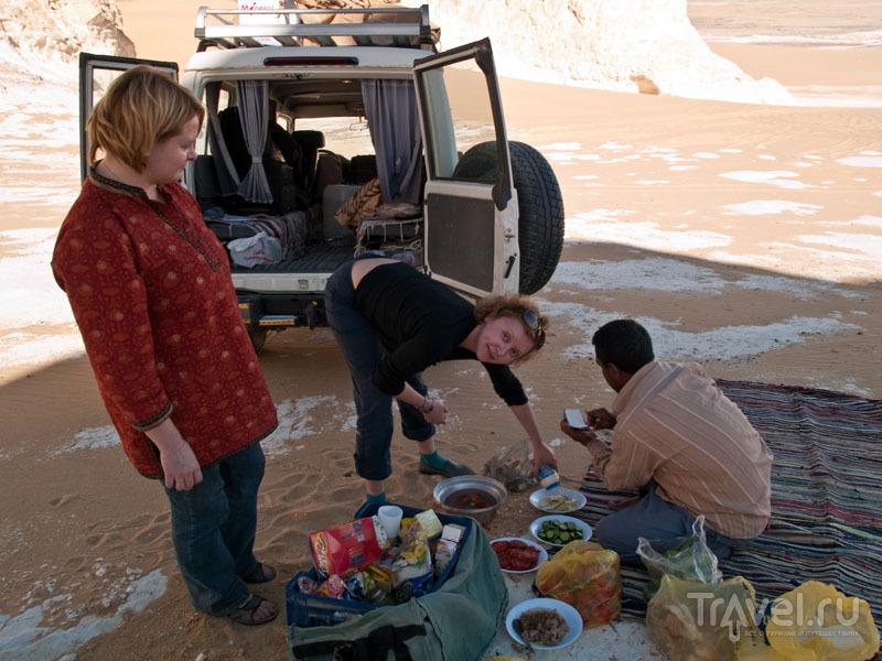 Обед в Белой пустыне / Фото из Египта