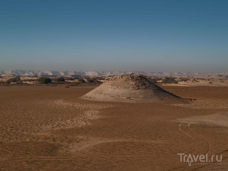 Высохшее озеро в Белой пустыне / Фото из Египта