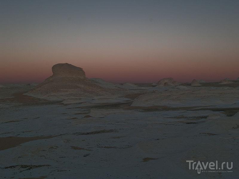 На закате в Белой пустыне / Фото из Египта
