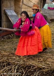 Местные девчонки / Перу