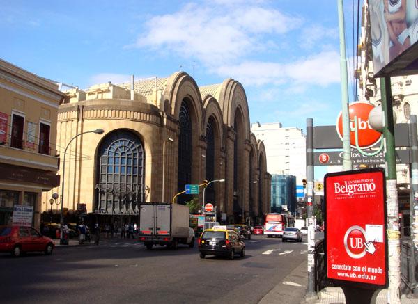 Проспект Корриентес и шопинг-центр Abasto в Буэнос-Айресе / Фото из Аргентины