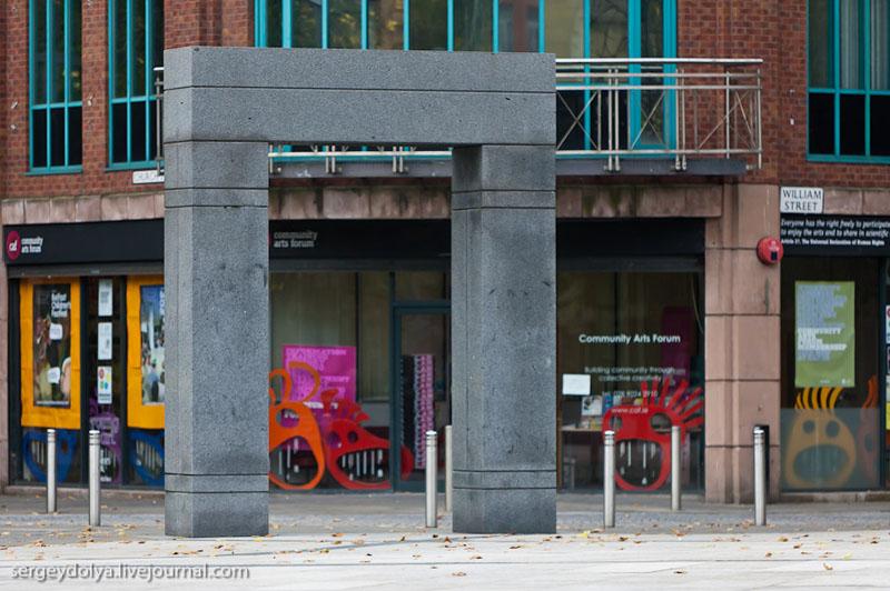 Монумент на улице в Белфасте / Фото из Ирландии