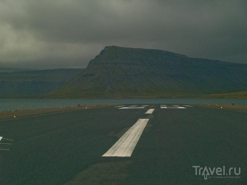Взлетно-посадочная полоса аэропорта Bildudalur  / Фото из Исландии