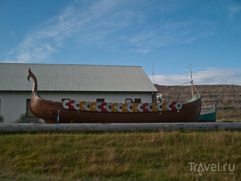 Копия викингской лодки в музее Эйидля Олафссона / Фото из Исландии