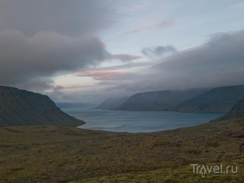 Вид на Диньянди-фьорд на рассвете / Фото из Исландии