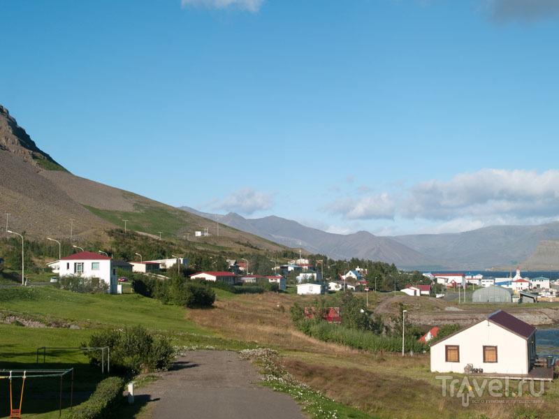 Бильдудалур - развитый город по здешним меркам / Фото из Исландии