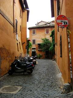 В коридорах уютных узких улиц / Италия