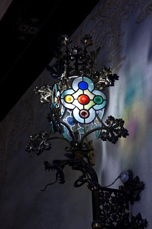 фонарь внутри одного из домов / Испания