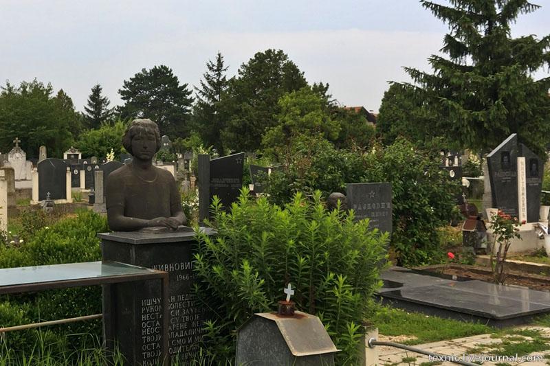 Статуя на кладбище в Заечаре, Сербия / Фото из Сербии