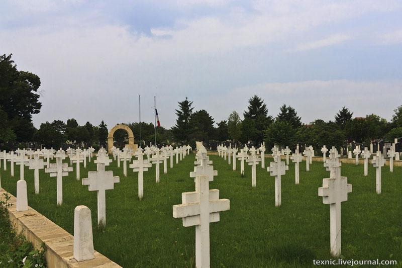 Захоронение французских солдат на кладбище в Заечаре, Сербия / Фото из Сербии