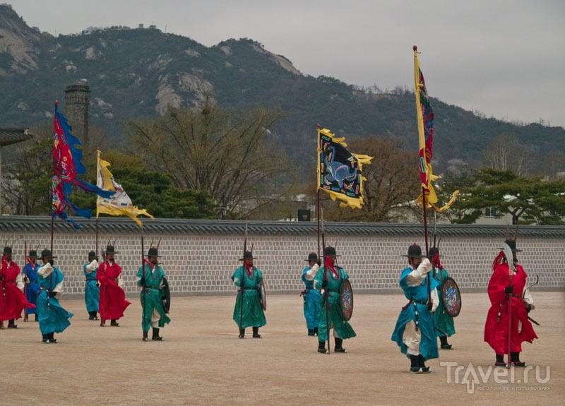 Смена караула во дворце Кёнбоккун / Фото из Южной Кореи