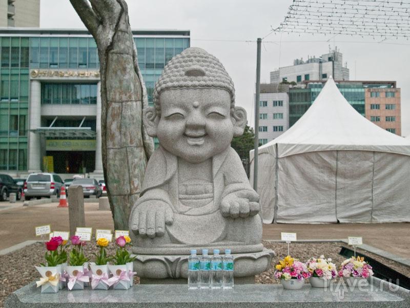 Будда возле храма Чогеса / Фото из Южной Кореи