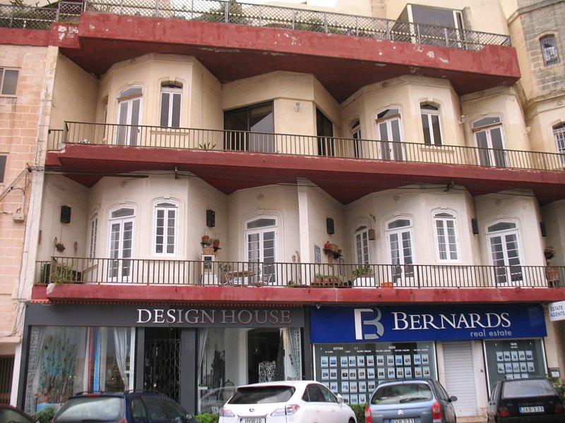 Балконы на набережной курорта Слима / Фото с Мальты