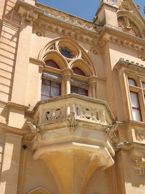 Балкон с химерами, центральная площадь Мдины / Фото с Мальты