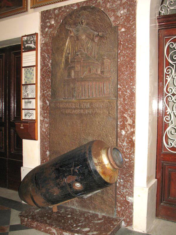 Копия бомбы в музее, Мальта / Фото с Мальты