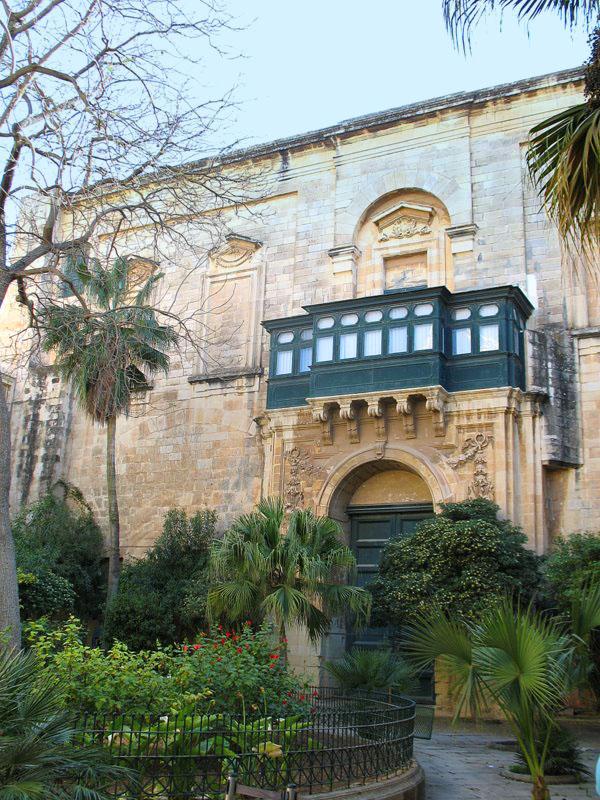 Один из дворов Дворца Великих магистров на Мальте / Фото с Мальты