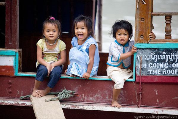Дети на улице в Лаосе / Фото из Лаоса