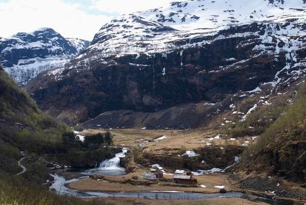 Заснеженные вершины гор в Норвегии / Фото из Норвегии