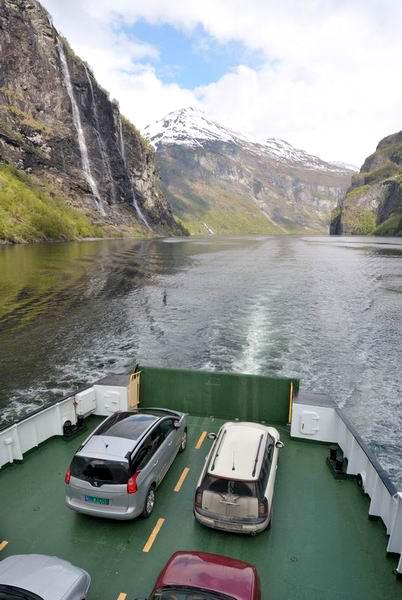 Автомобили на паромной палубе / Фото из Норвегии