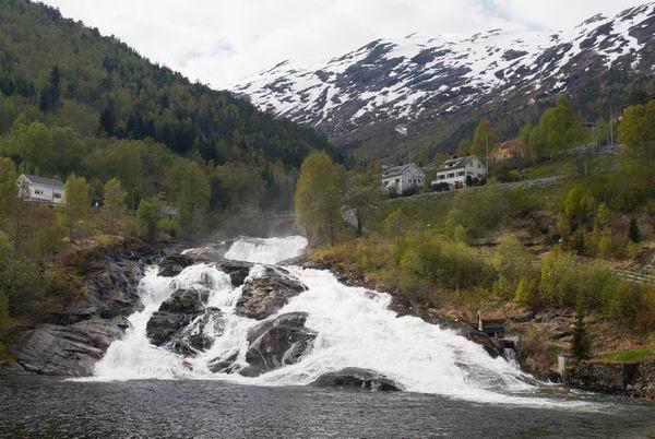 Пейзаж Ейрангер-фьорда в Норвегии / Фото из Норвегии