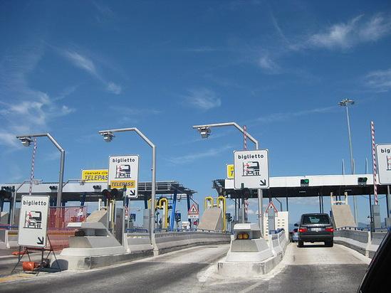 Въезжать на автостраду по зеленому указателю