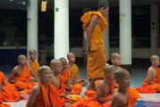 учатся медитации / Таиланд