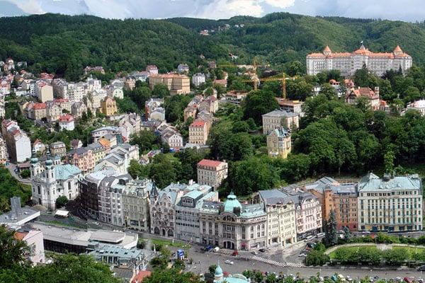 Вид на Карловы Вары с горы / Фото из Чехии