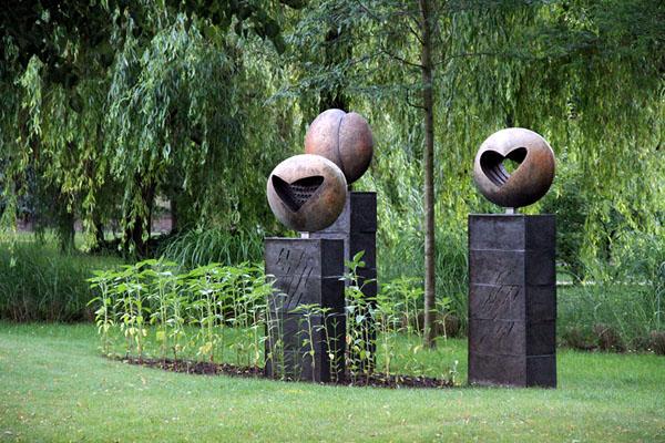 Скульптуры в парке города Подебради / Фото из Чехии
