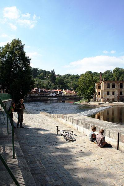 На набережной реки Влтавы в городе Чески-Крумлов / Фото из Чехии
