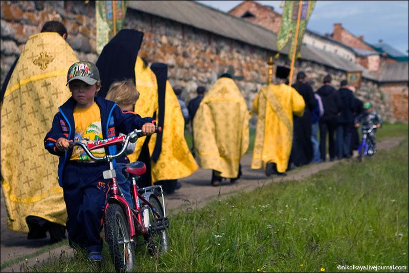 Во время Крестного хода на Соловках / Фото из России