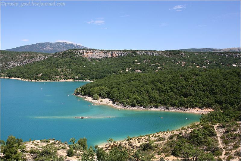 Вид на водохранилище Сент-Круа в Провансе / Фото из Франции