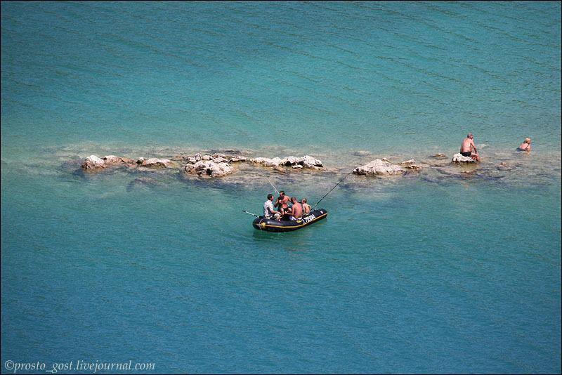 Лодки на водохранилище Сент-Круа / Фото из Франции