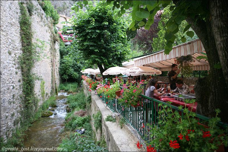 Ресторан в деревне Мустье-Сен-Мари / Фото из Франции