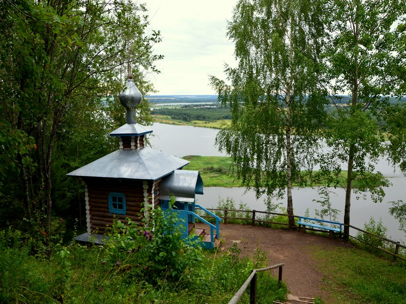 Часовня Богоявления на реке Чусовая и остров Ермака / Фото из России