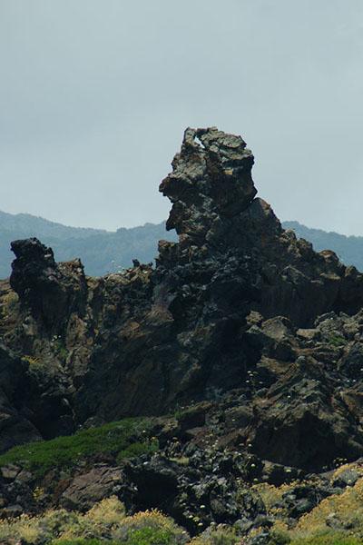 Лава на острове Пантеллерия / Фото из Италии