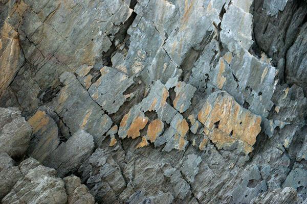 Причудливые каменные образования у побережья острова Пантеллерия / Фото из Италии