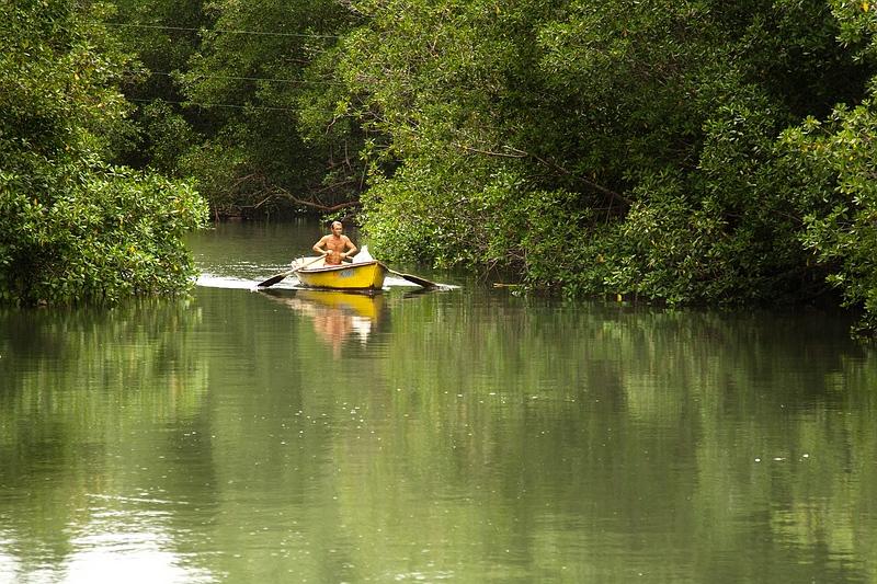 Лодка на реке у деревеньки Boca de Miel / Фото с Кубы