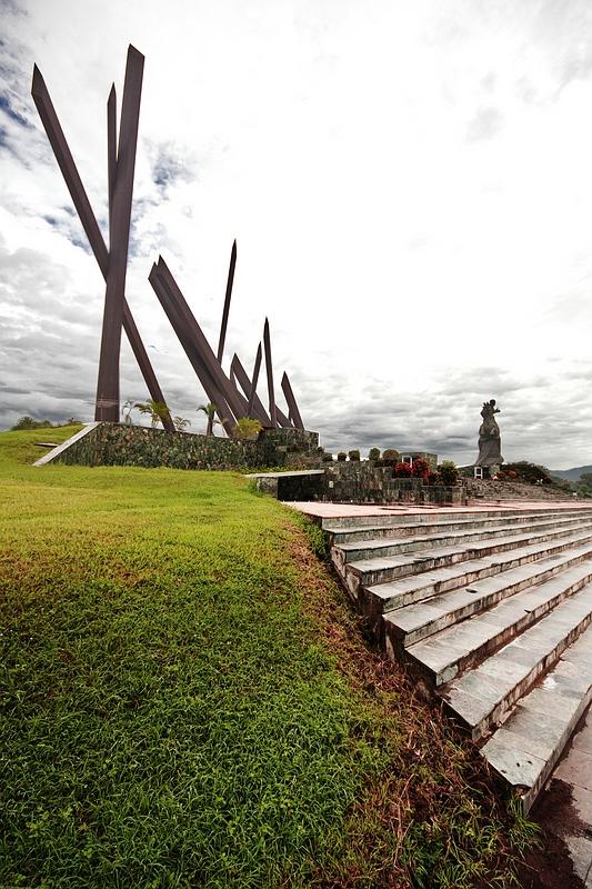 Памятник в Гуантанамо / Фото с Кубы