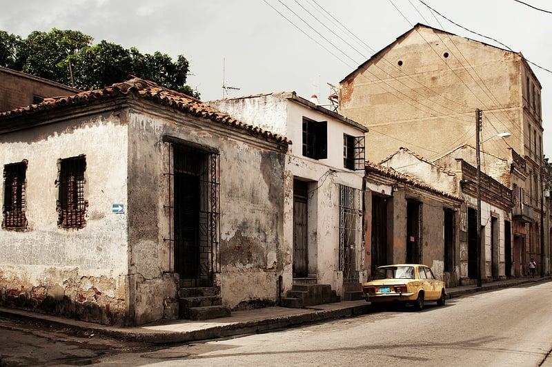 Разрушенные дома на окраине Камагуэя / Фото с Кубы