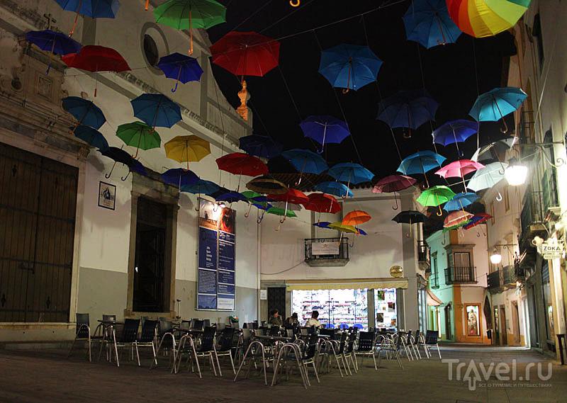 Креативно украшенная площадь в Эворе / Фото из Португалии