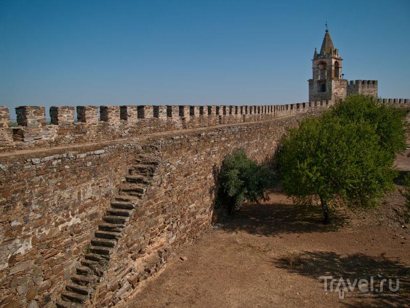 Стены и лестницы - крепость Морана / Фото из Португалии