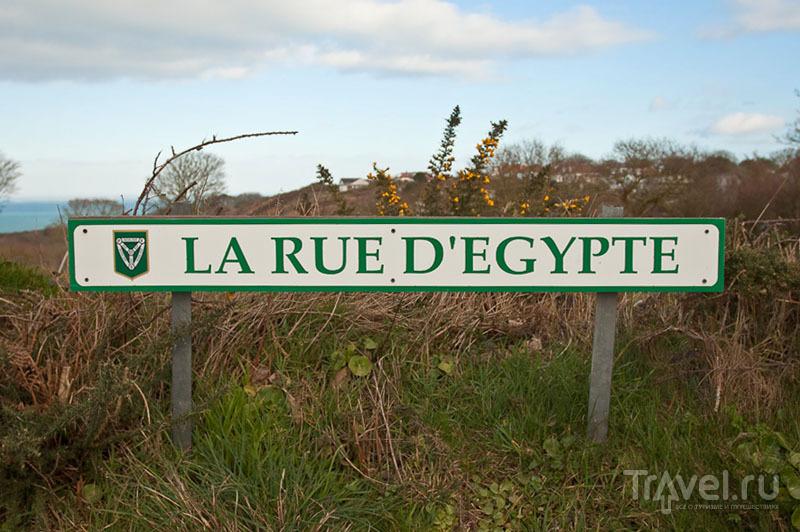 Указатель на французском языке, остров Джерси / Фото из Великобритании